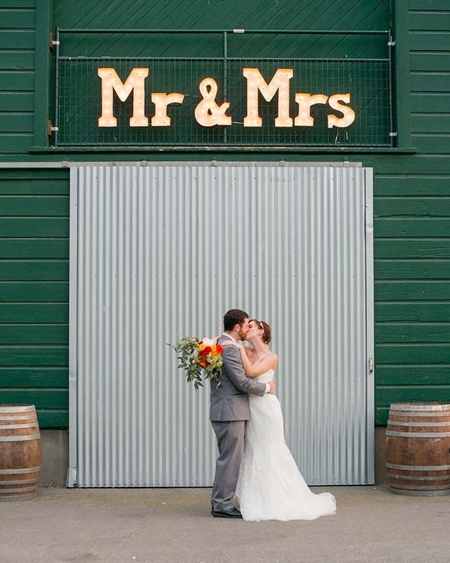 Mr & Mrs Marquee sign | Kelly Marie Photography