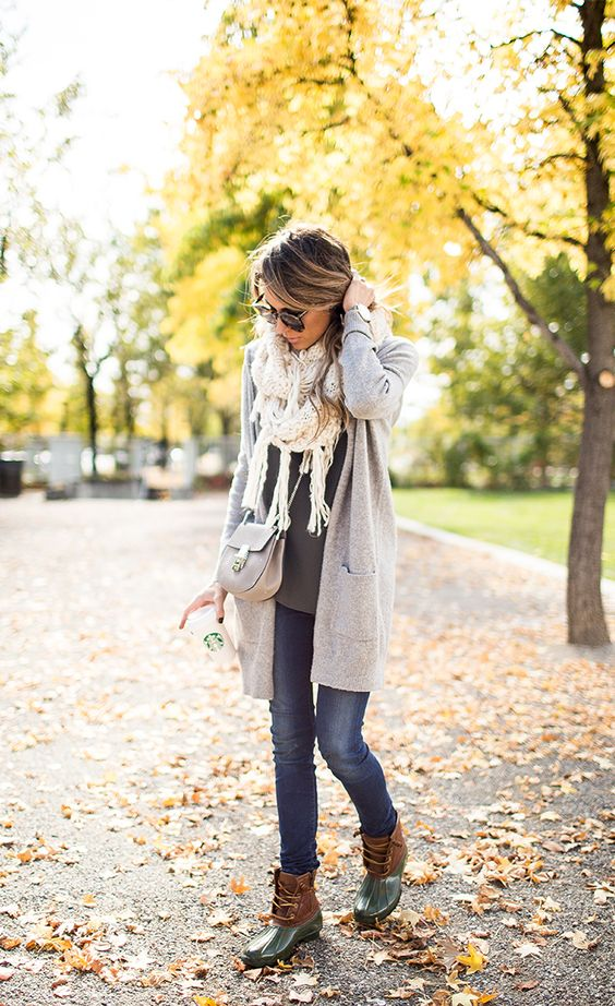 jeans, a light grey cardigan and a white fringe scarf