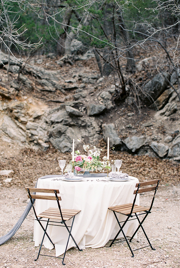 sweetheart tables - photo by Chelsea Q White Photography http://ruffledblog.com/waterfall-elopement-wedding-inspiration
