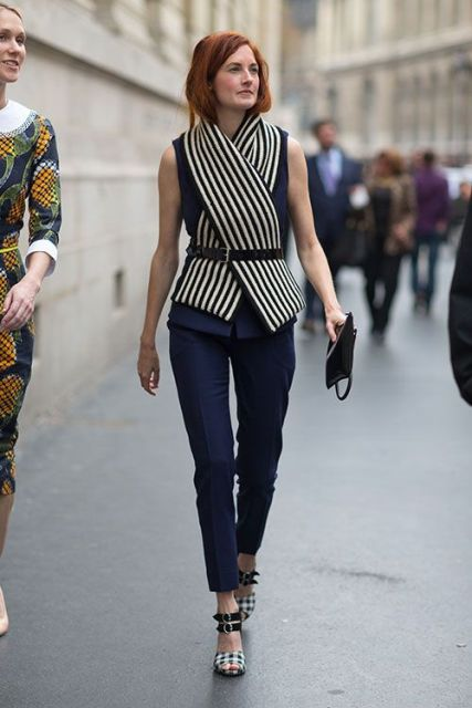 With striped scarf, black belt and printed shoes