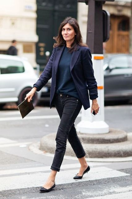 With blue shirt, black jeans and black flats