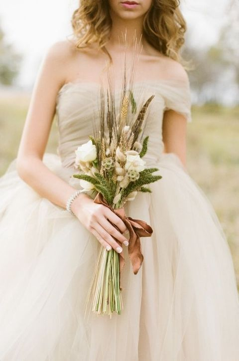 ivory tulle wedding dress for fall