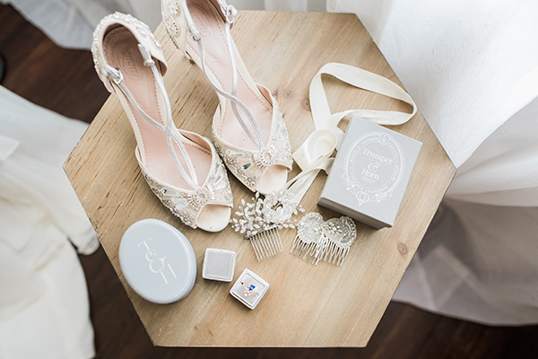 bridal accessories - photo by Jillian Rose Photography http://ruffledblog.com/romantic-wedding-ideas-with-pops-of-jewel-tones
