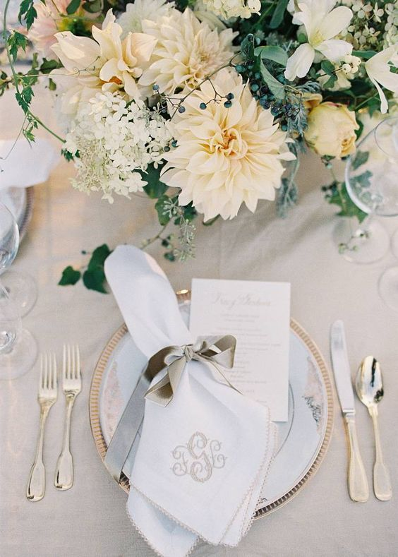 white table, ivory flowers, gold tableware and grey touches