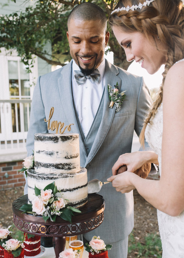 Cutting the cake | Palafox Street Weddings
