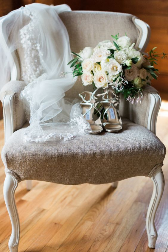 neutral wedding acessories and bouquet