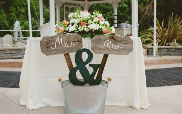 Creative sign for Mr and Mrs table