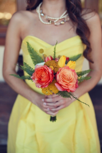 Gentle strapless yellow dress with necklace