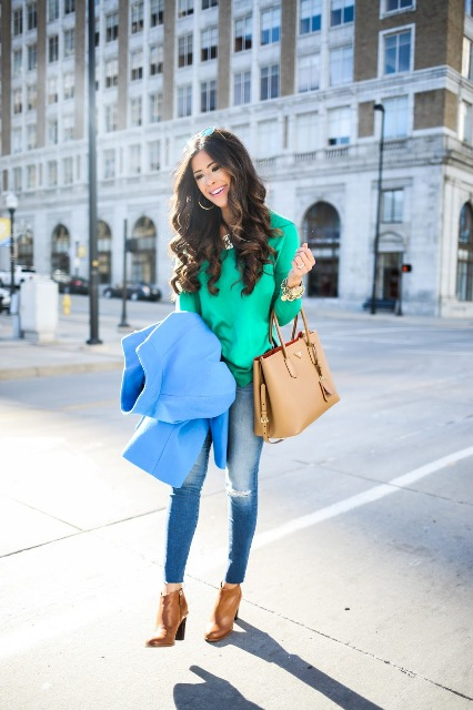 With eye-catching shirt, jeans and camel bag