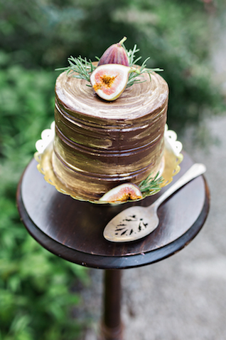 Chocolate fig wedding cake | Amilia Photography