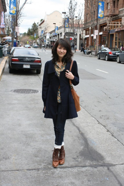 With printed shirt, cuffed jeans and simple dark color coat