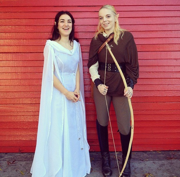 Arwen and Legolas couple look for Halloween