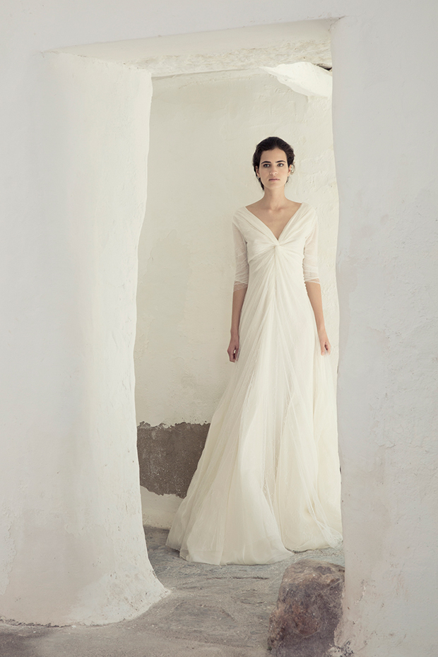 Satin and tulle V-neck wedding dress with sleeves is cool for a modern bride