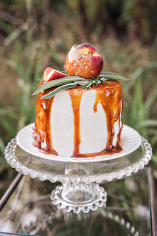 Peach wedding cake | Amilia Photography