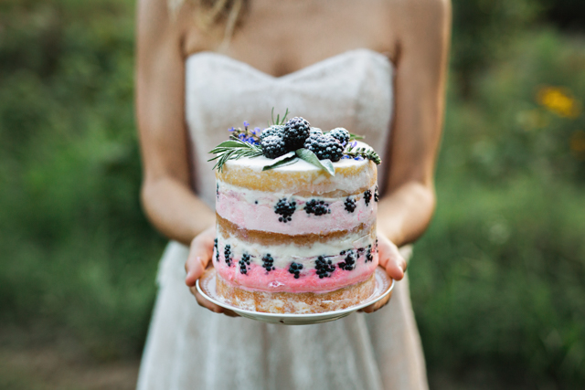 Blackberry naked cake | Amilia Photography