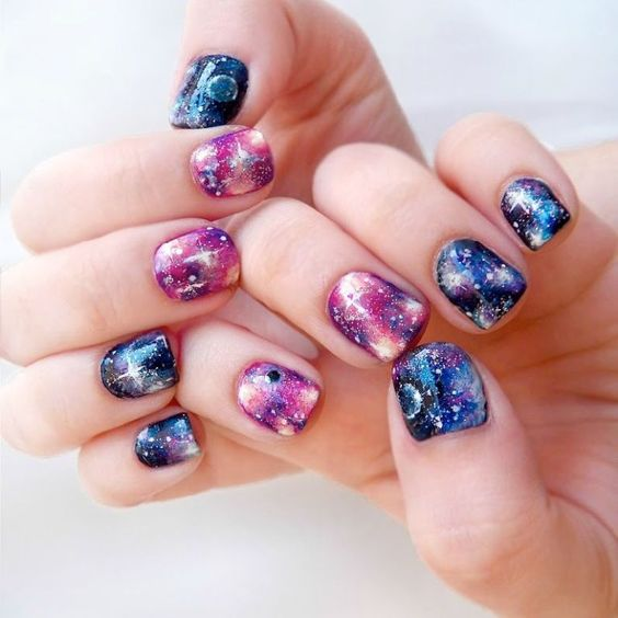 adorable galazy-inspired manicure