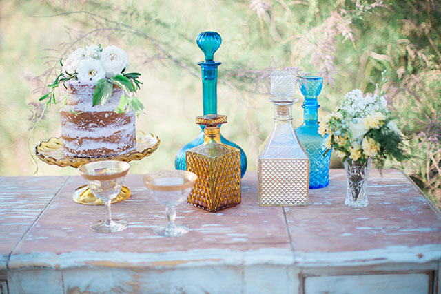 Vintage wedding cake display | Ashley Burns Photography