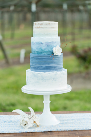 Blue ombre wedding cake | Kasey Lynn Photography