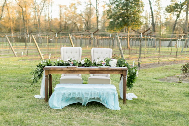 Vineyard wedding sweetheart table | Kasey Lynn Photography