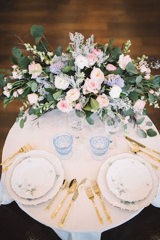 Pastel sweetheart table with vintage plates | Alba Rose Photography