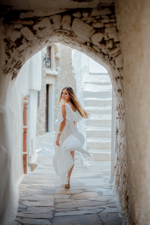 stone-clad narrow streets of Santorini are perfect for taking photos
