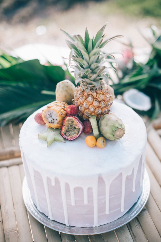 Pineapple topped wedding cake | Paulina Weddings Photography