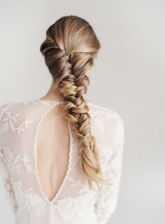 thick messy braid for hair with highlights to create a texture