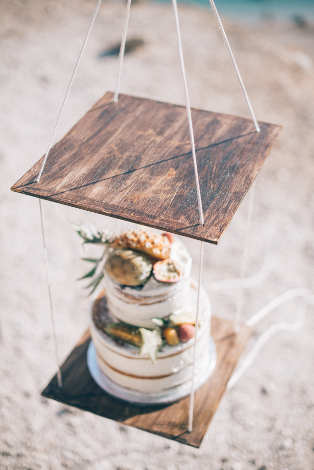 Unique suspended cake display | Paulina Weddings Photography