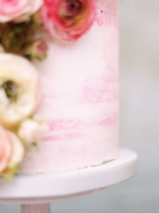 Pink watercolor wedding cake | Chymo & More