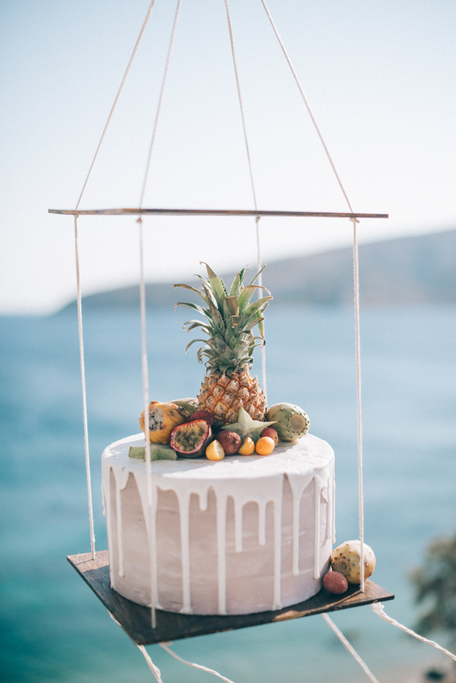 Suspended wedding cake display | Paulina Weddings Photography