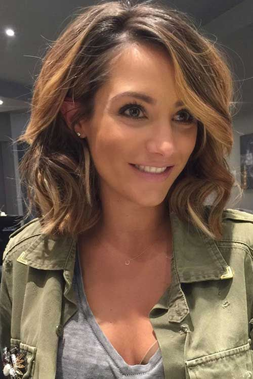 brown hair with honey tone highlights in a wavy bob