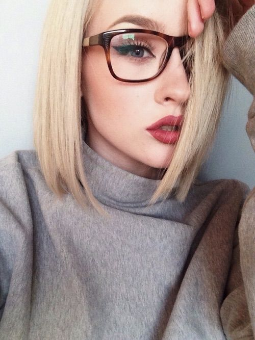 red lips with glasses