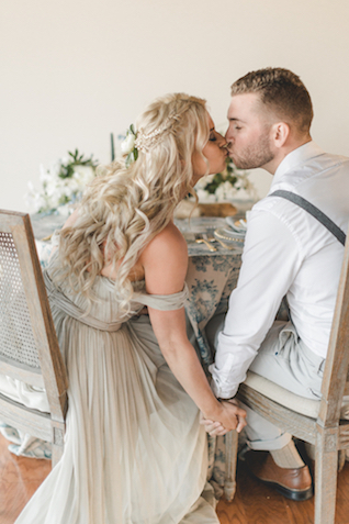 Kissing at the sweetheart table | About Time Photography