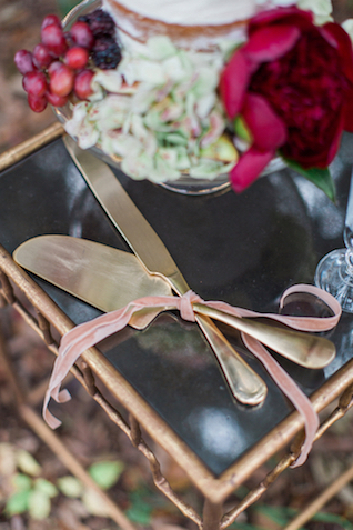 Gold cake knife set | Flora + Fauna Photography