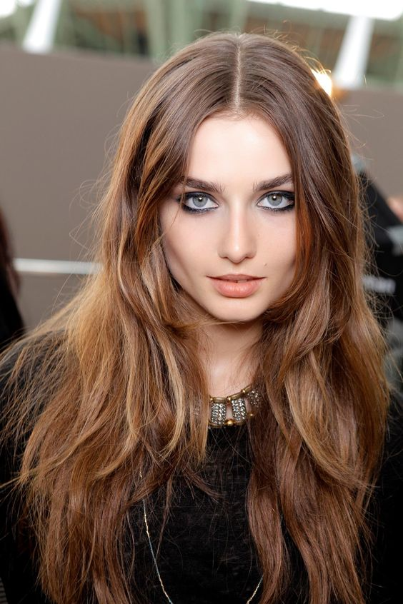 chestnut hair with light honey tones to give it a texture