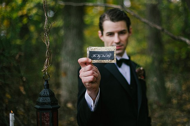 Gold and black place cards | SYPhotography