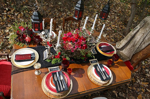 Black and red moody tablescape | SYPhotography
