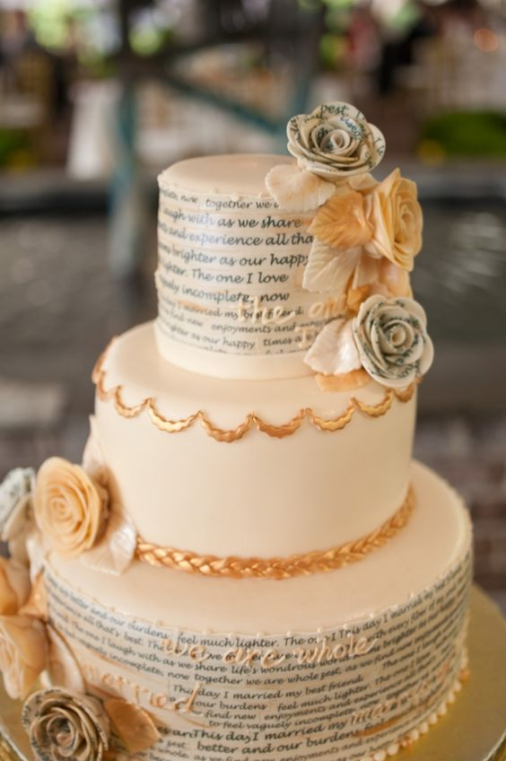 write your favorite quotes or vows on the cake