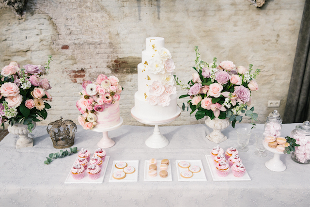 Romantic pink and white dessert table | Chymo & More