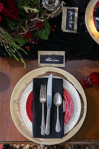 Black and red place setting | SYPhotography