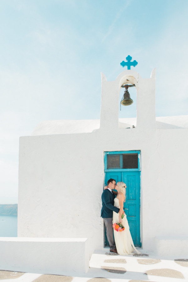 turquoise and white are characteristic colors of Santorini, they have a cool sea-inspired look