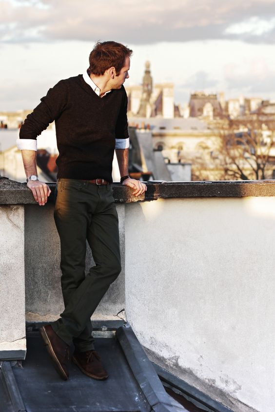 grey jeans, a black pullover, a wwhite shirt and brown shoes