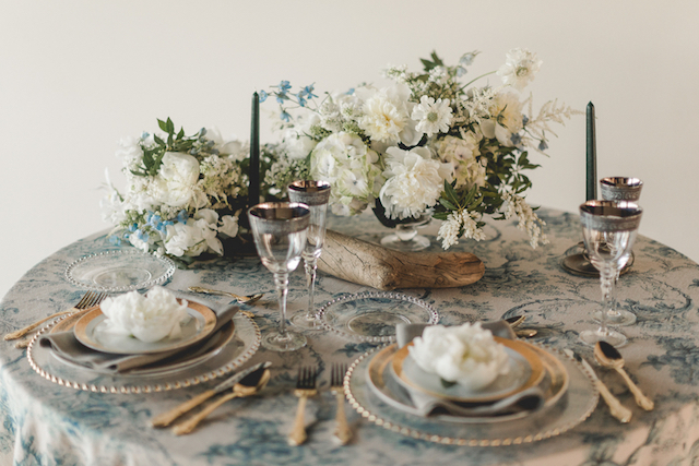 Stylish classic sweetheart table with driftwood | About Time Photography