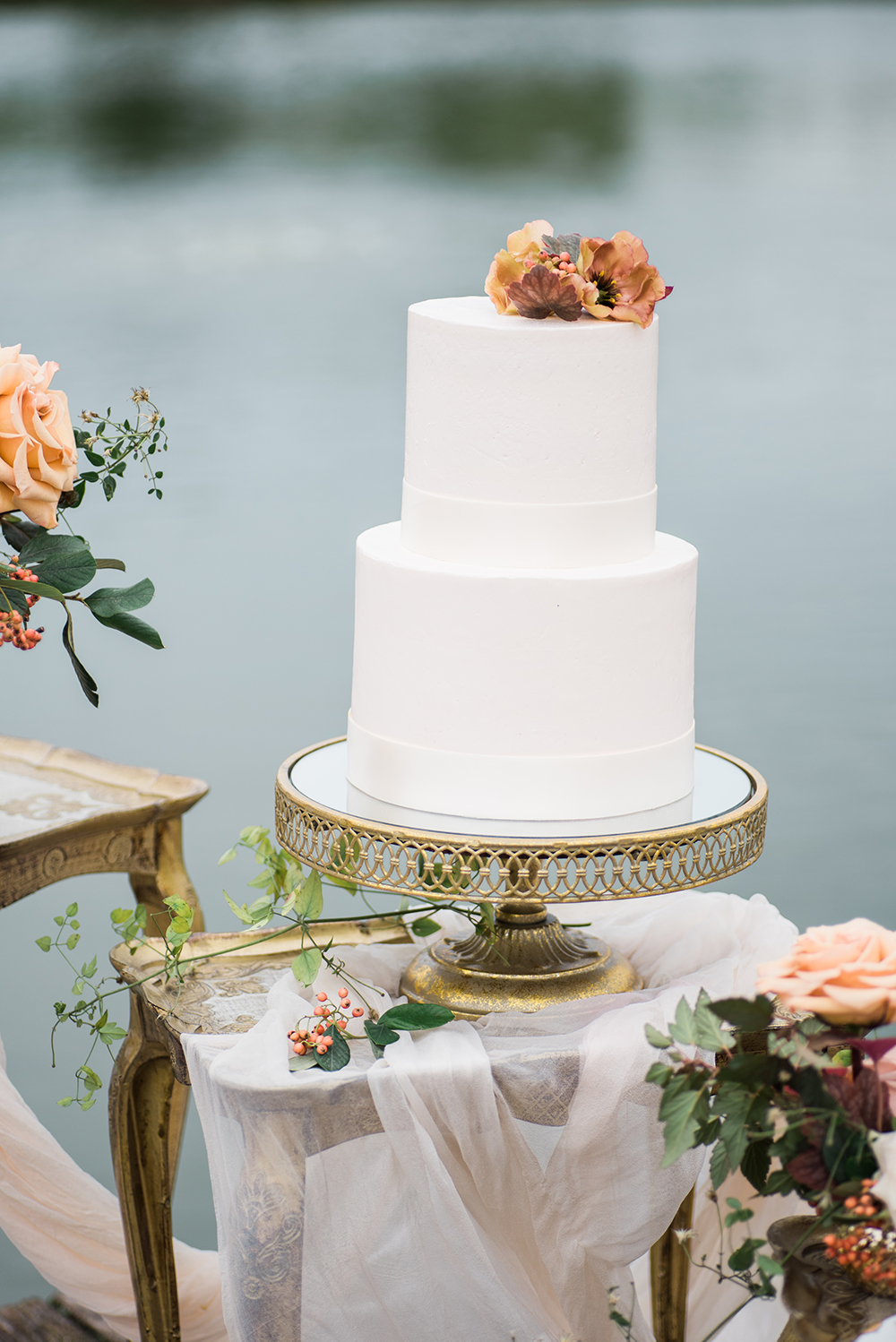 simple wedding cake - photo by Christa Breaugh Photography http://ruffledblog.com/early-fall-wedding-ideas