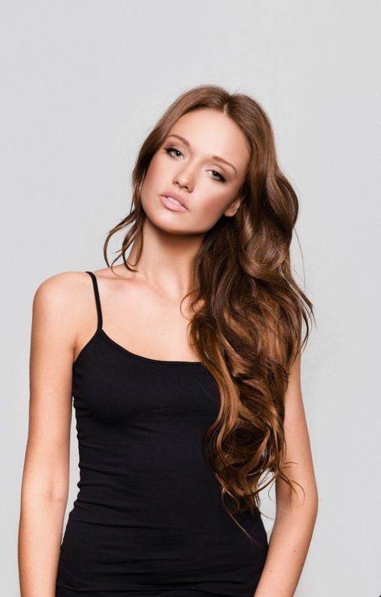 chestnut brown hair with lighter tones to give your hair a more eye-catching look