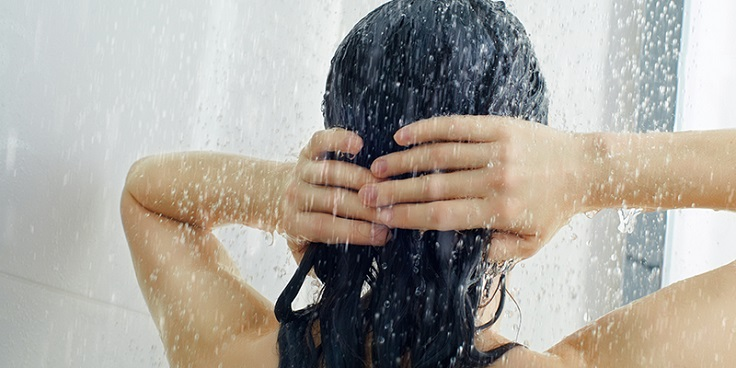Did you know that brushing your hair while wet can cause breakage? Or that certain hairstyles can damage it too? Read below to find out more about the 10 mistakes that we all make and that prevent us from having the hair from our dreams! #hair #haircare