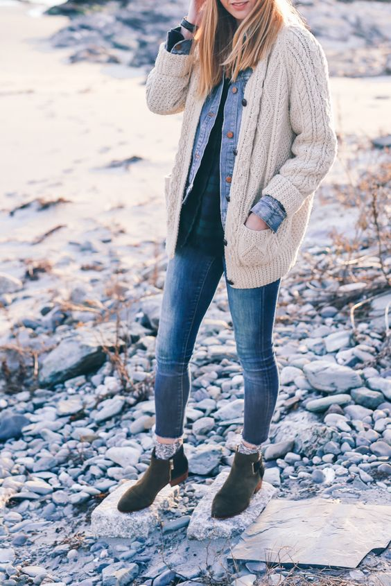 layered look with bleached denim, a plaid shirt and a cable knit cardigan