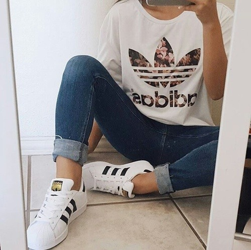 cool ways to wear outfits with adidas shoes (18)