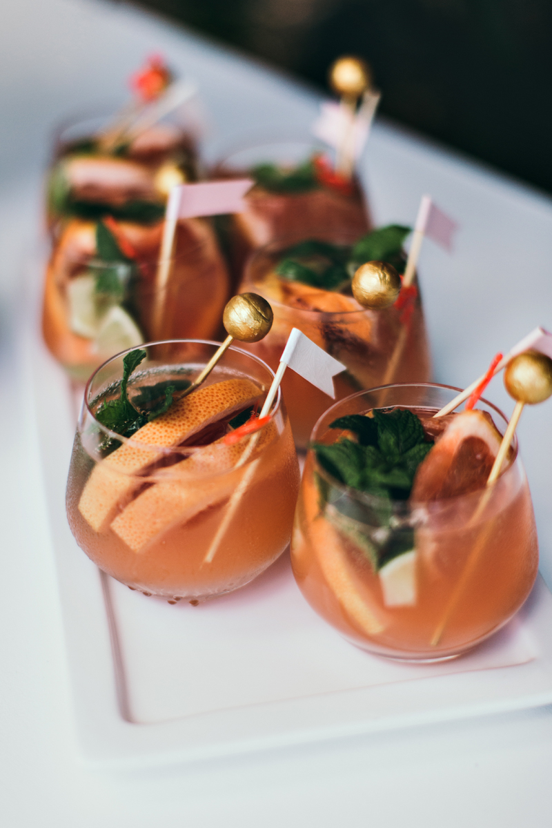 wedding drinks with fruit - photo by Ivy Road Photography http://ruffledblog.com/palm-springs-inspired-wedding-editorial-from-australia