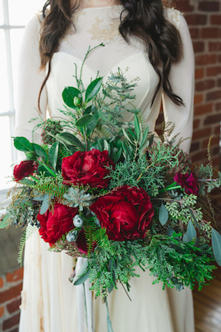 Holiday bridal bouquet | Amy Donohue Photography